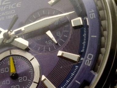 Poškrábané hodinky
