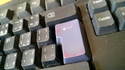 Jak vyčistit zasviněnou klávesnici