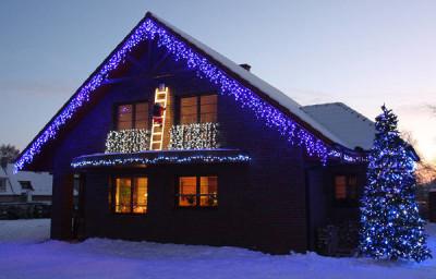 Vánoční osvětlení domu