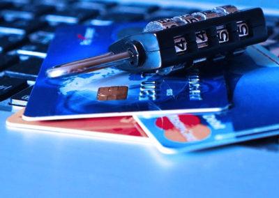 kreditní karta a zámek
